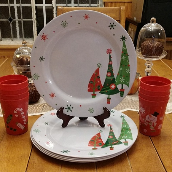 Berry Plastics Dining Plastic Christmas Plates Cups Set